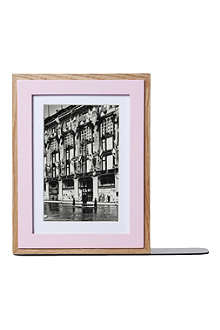 PRESENT TIME Photo frame bookend