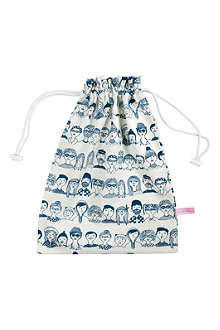 LA CERISE SUR LE GATEAU Myrtille faces laundry bag