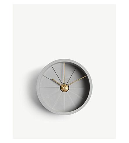 22 DESIGN 4th Dimension concrete table clock