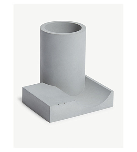 22 DESIGN Merge concrete pen holder