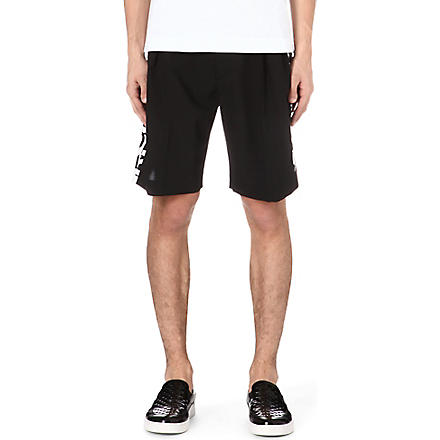MCQ ALEXANDER MCQUEEN Text-print shorts (Black/white