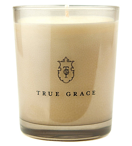 TRUE GRACE Classic Black Lily candle