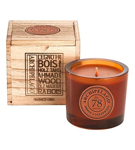 ARCHIPELAGO 琥珀色和雪松盒装大豆蜡烛