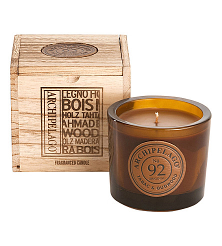 ARCHIPELAGO Tabac & oudwood boxed soy candle