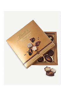 LINDT Swiss Luxury praline selection 145g