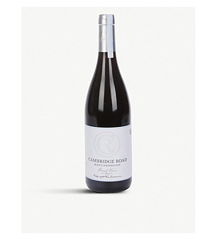 NEW ZEALAND Pinot Noir 2009 750ml