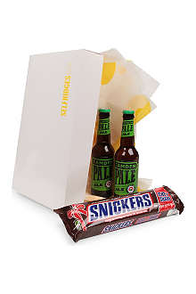 SELFRIDGES SELECTION Camden Pale Ale and Giant Snickers gift set 2 x 330ml