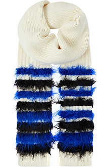 SIBLING Fluffy knitted scarf
