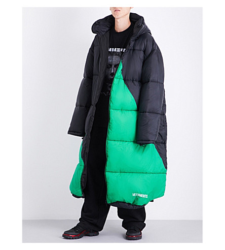 VETEMENTS Sleeping-bag shell puffer coat (Black+green