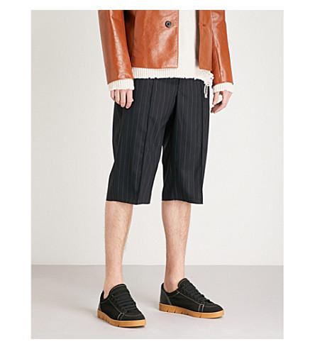 MAISON MARGIELA 条纹羊毛短裤 (黑色 + 白色 + 条纹