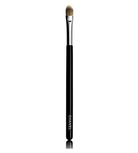 CHANEL <strong>PINCEAU CORRECTEUR</strong> N&deg;10 Concealer Brush