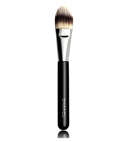 CHANEL <strong>PINCEAU FOND DE TEINT</strong> N°6 Foundation Brush