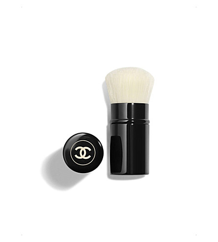 CHANEL <strong>LES BEIGES</strong> Retractable Kabuki Brush