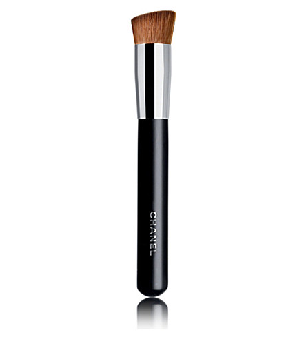CHANEL <strong>PINCEAU TEINT 2 EN 1 FLUIDE ET POUDRE N°8</strong> 2-in-1 Foundation Brush