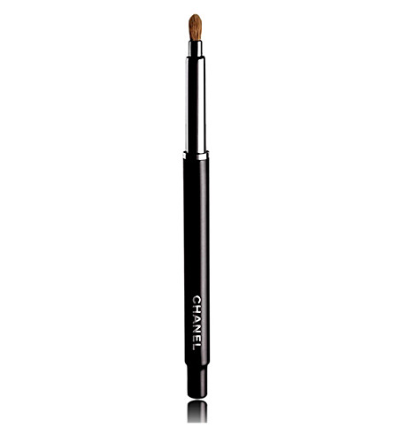 CHANEL <strong>PINCEAU L&Egrave;VRES R&Eacute;TRACTABLE &ndash; </strong>Retractable Lip Brush