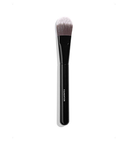 CHANEL <strong>PINCEAU FOND DE TEINT </strong>Foundation Brush