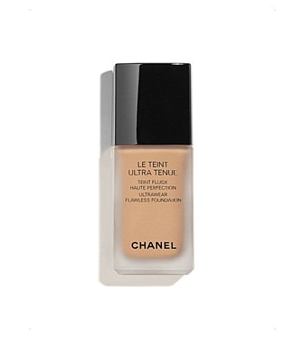 CHANEL <strong>LE TEINT ULTRA TENUE</strong> Ultrawear Flawless Foundation Caramel 121 (Caramel+121