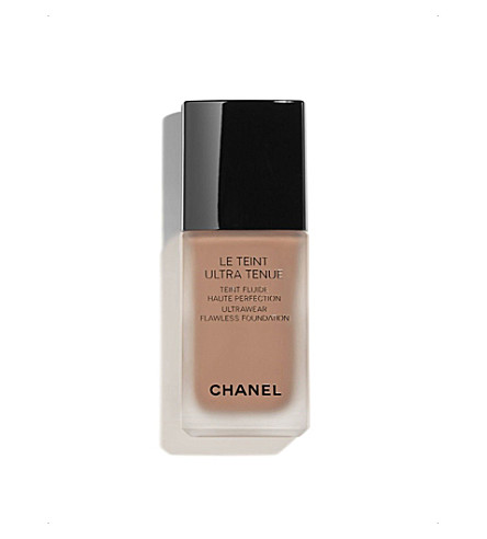 CHANEL <strong>LE TEINT ULTRA TENUE</strong> Ultrawear Flawless Foundation Chocolate 152 (Chocolate+152