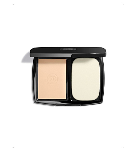 CHANEL <strong>LE TEINT ULTRA TENUE</strong> Ultrawear Flawless Compact Foundation SPF 15 Beige Rosé 22 (Beige+rose+22