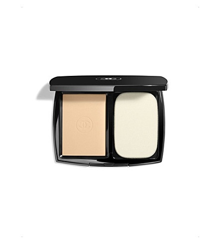 CHANEL <strong>LE TEINT ULTRA TENUE</strong> Ultrawear Flawless Compact Foundation SPF 15 Beige 20 (Beige+20