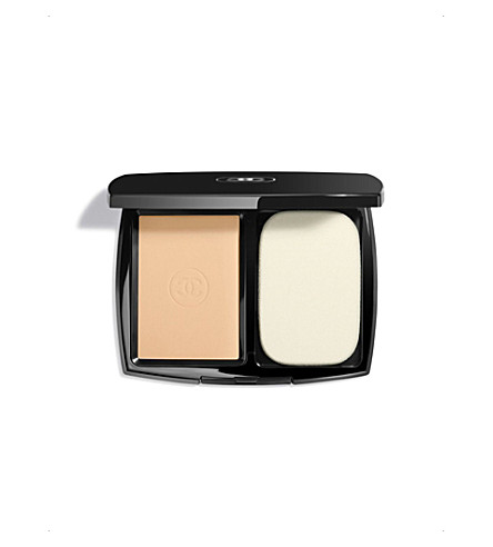 CHANEL <strong>LE TEINT ULTRA TENUE</strong> Ultrawear Flawless Compact Foundation SPF 15 Beige 40 (Beige+40