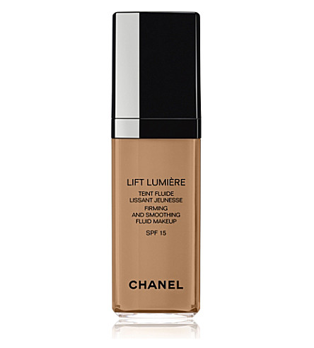 CHANEL <strong>LIFT LUMIÈRE</strong> Firming and Smoothing Fluid Make–Up SPF 15 (Beige