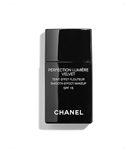 CHANEL <strong>PERFECTION LUMIÈRE VELVET</strong> Smooth-Effect Makeup SPF 15 (10
