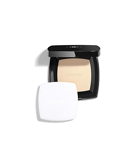 CHANEL <strong>POUDRE UNIVERSELLE COMPACTE</strong> Natural Finish Pressed Powder (Clair
