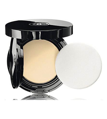 CHANEL <strong>VITALUMIÈRE AQUA</strong> Fresh and Hydrating Cream Compact Makeup SPF 15 (Beige+10