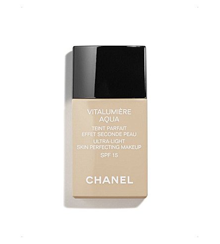 CHANEL <strong>VITALUMIÈRE AQUA</strong> Ultra–Light Skin Perfecting Makeup Instant Natural Radiance SPF 15 (Beige