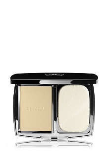 CHANEL VITALUMIÈRE COMPACT DOUCEUR Lightweight Compact Makeup Radiance Softness And Comfort SPF 10