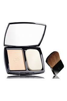 CHANEL VITALUMIÈRE ÉCLAT Comfort Radiance Compact Make–Up SPF 10