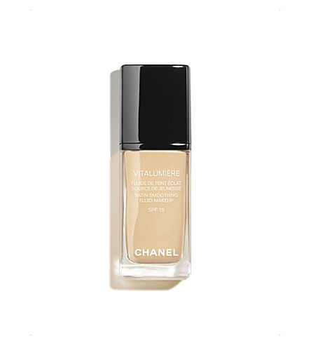 CHANEL <strong>VITALUMIÈRE</strong> Satin Smoothing Fluid Make–Up SPF 15 (Limpide