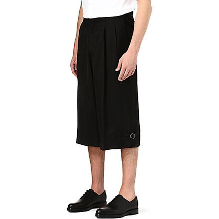ALEXANDER MCQUEEN Relaxed-fit pleated shorts (Black