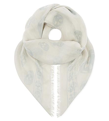 ALEXANDER MCQUEEN 经典头骨打印模态丝绸混纺围巾 (象牙 + 灰色