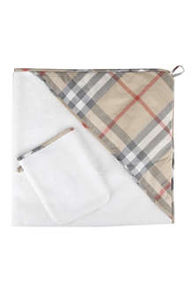 BURBERRY Towel and mitt set
