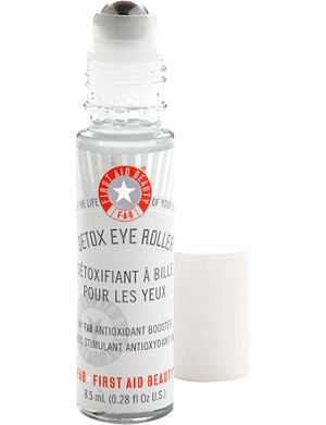 FIRST AID BEAUTY Detox eye roller 8.5ml