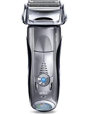 BRAUN Series 7 Clean & Renew wet/dry electric shaver