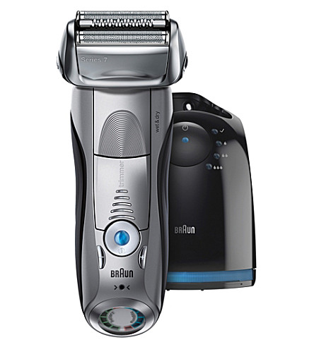 BRAUN Series 7 wet and dry smart shaver with clean station