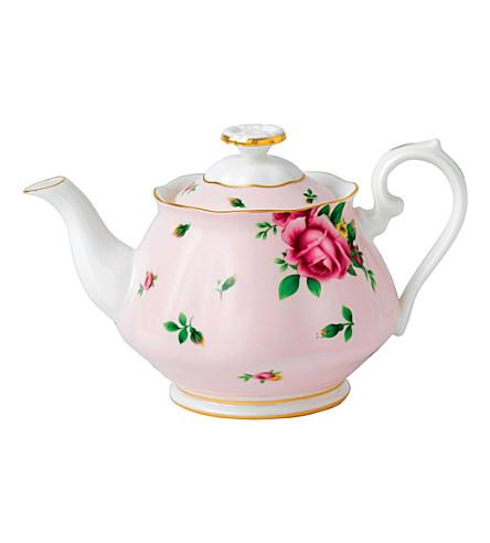 ROYAL ALBERT New Country Roses teapot 450ml