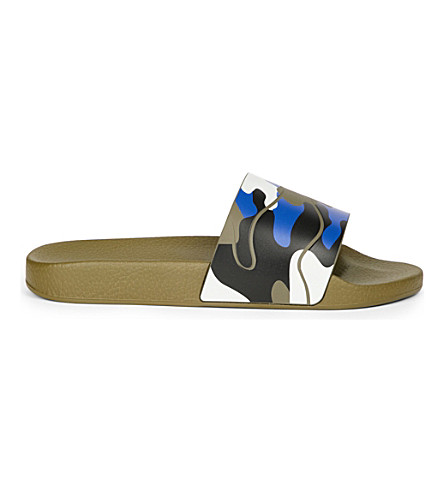 VALENTINO Camo-print rubber slider sandals (Blk/other