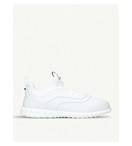 VALENTINO Rockstud 身体技术袜子运动鞋 (白色
