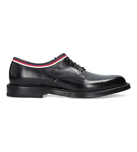 GUCCI 超越网页装饰皮革德比鞋 (黑色