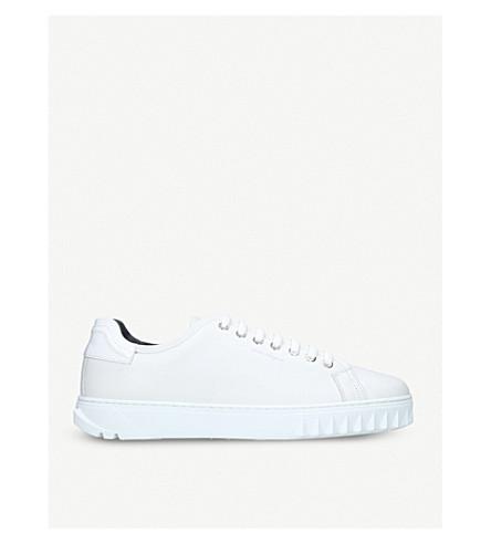 SALVATORE FERRAGAMO 克莱德鲨鱼皮革低帮运动鞋 (白色