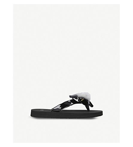 UGG Poppy patent leather flip flops 7-9 years (Black