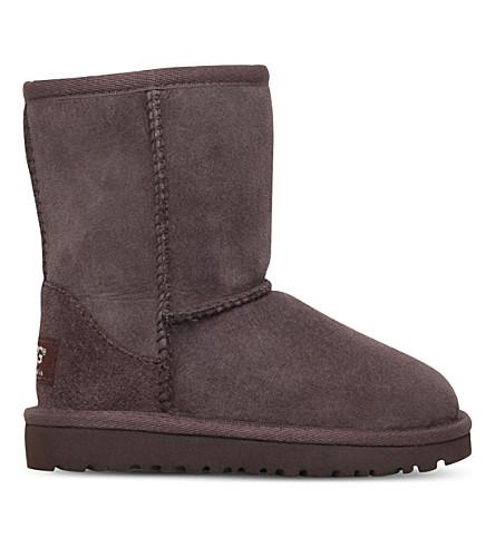 UGG经典短羊皮靴子 6-9 岁(深色 + 棕色
