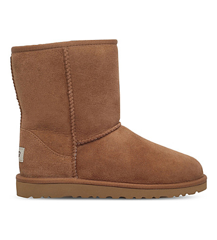 UGG Classic short sheepskin boots 9-11 years (Brown