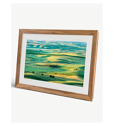MEURAL Winslow walnut digital picture frame