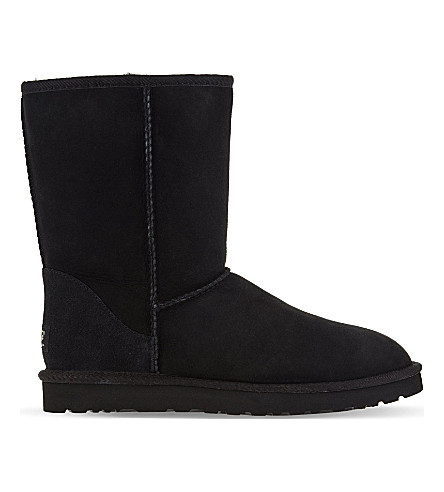 UGG Classic Short sheepskin boots (Black