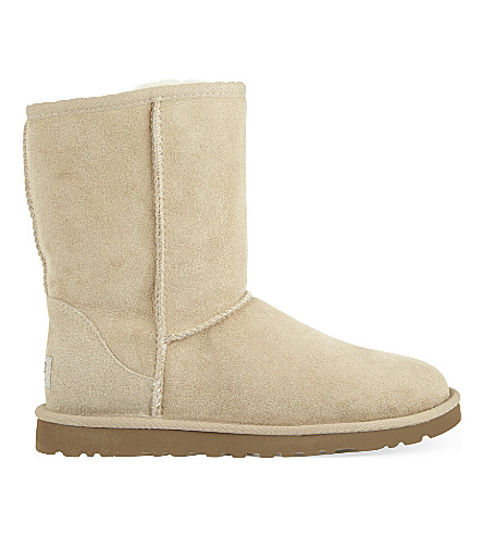 UGG Classic Short sheepskin boots (Tan